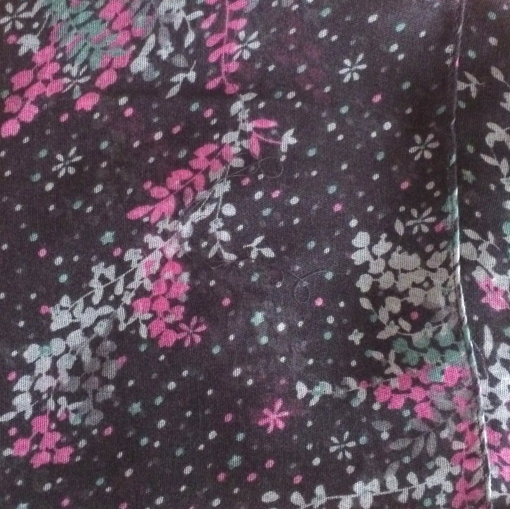 Gray mini flowers splattered tichel