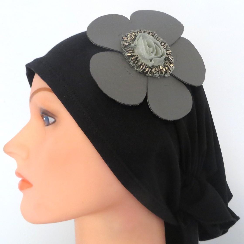 Self tie tichel black with gray flower