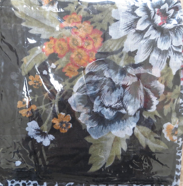 Black burst o flower tichel