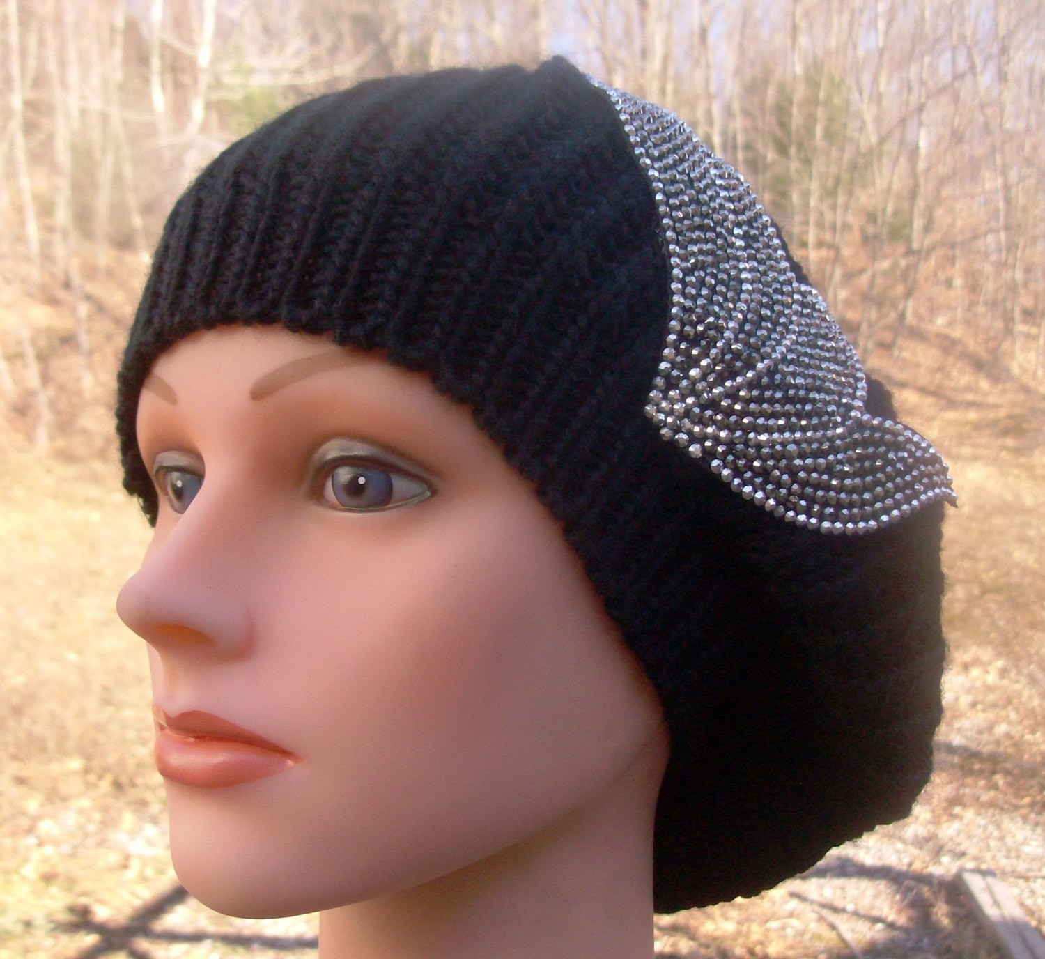 Chic beret black single layer