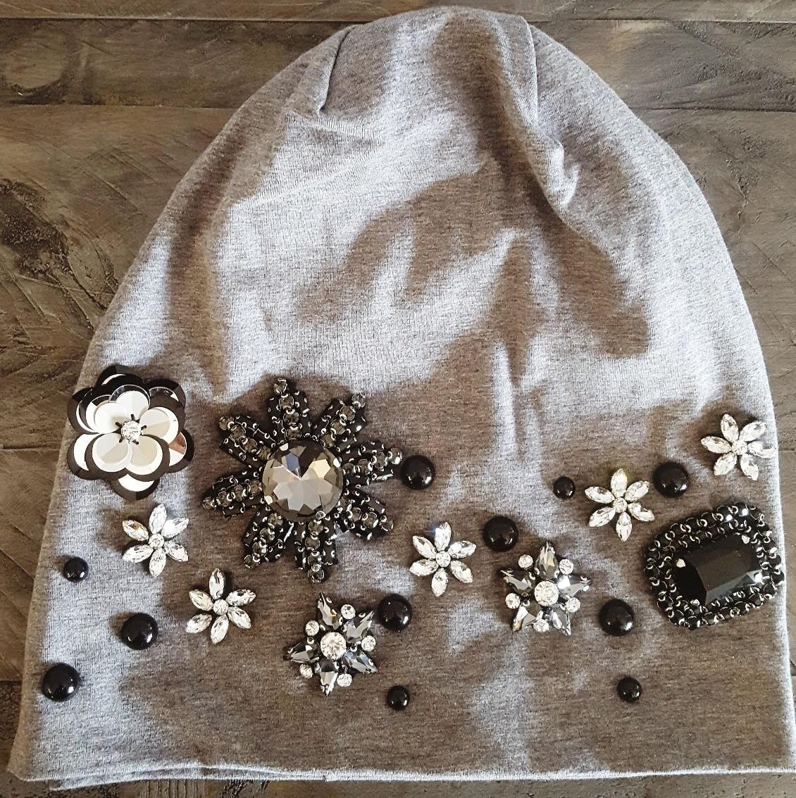 Gray cotton beanie w/ extra fancy design