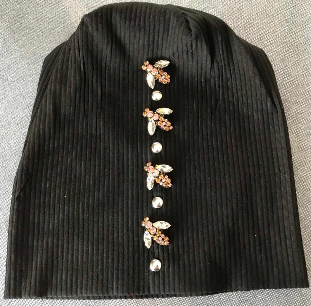 black center bee stripe beanie