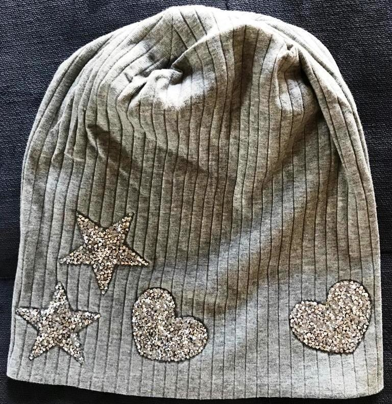 Light gray wide ribbed cotton beanie w/heart and stars