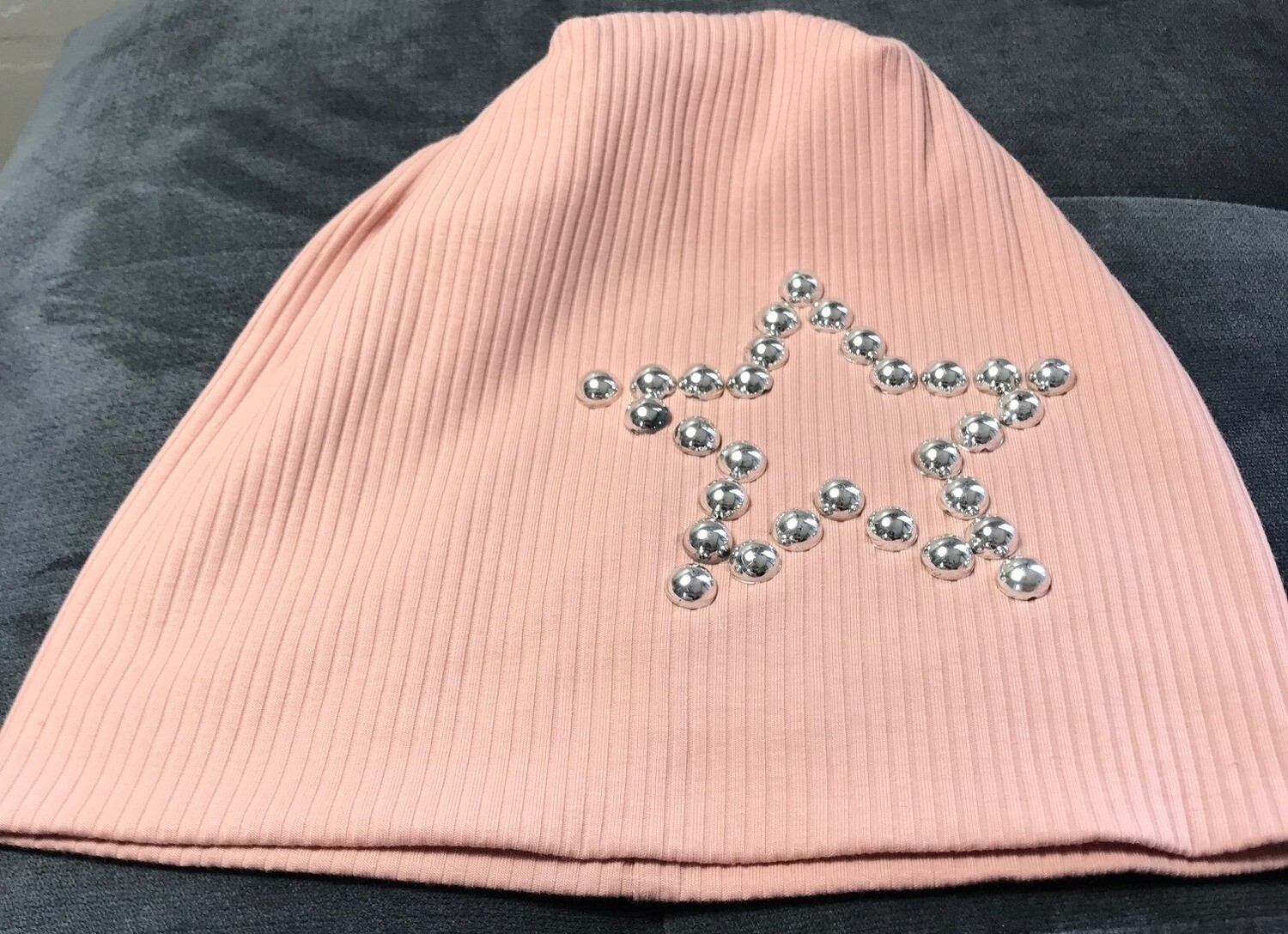 Ribbed beanie with ex. silver stoned star