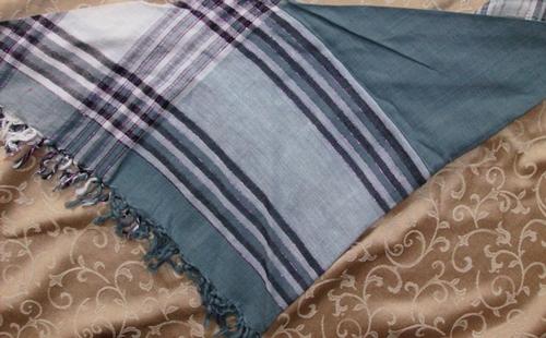 Gray with pink lines triangular tichel bandana