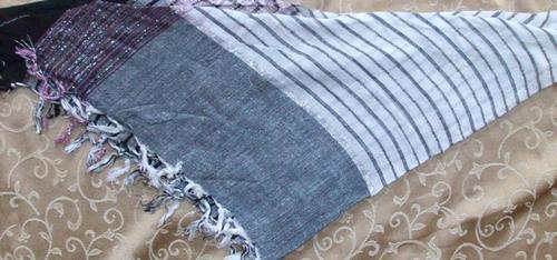 Gray and black triangular tichel bandana