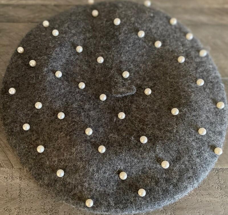 Dark gray wool beret w/pearls