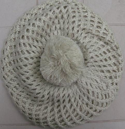 Pom pom knitted beret beige