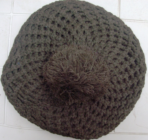 Pom pom knitted beret brown