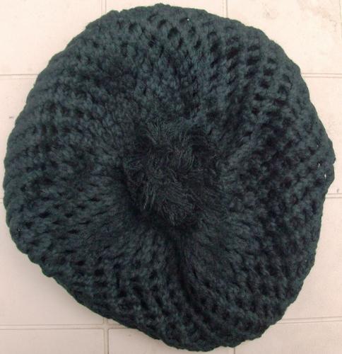 Pom pom knitted beret black