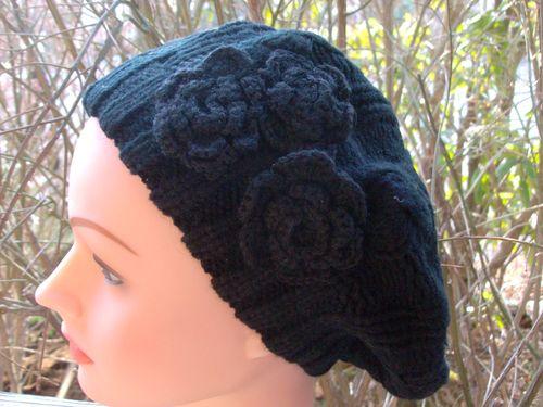 Triple side flower beret black