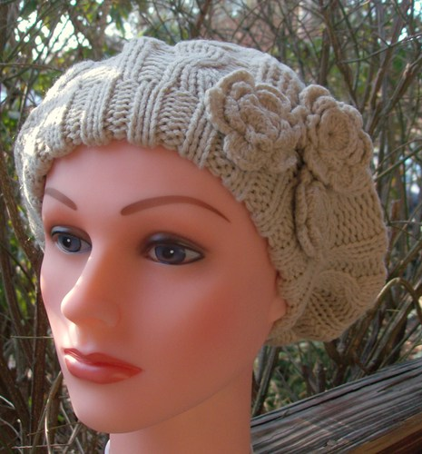 Triple side flower beret lighter beige