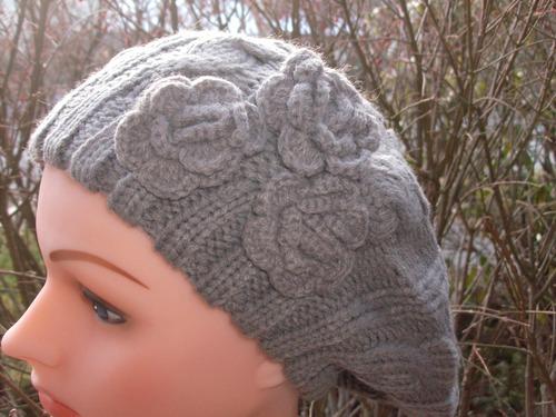 Triple side flower beret darker beige / gray