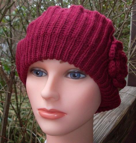 Single flower beret maroon