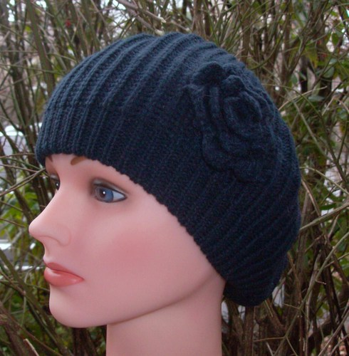 Single flower beret navy
