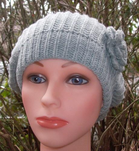 Single flower beret light gray