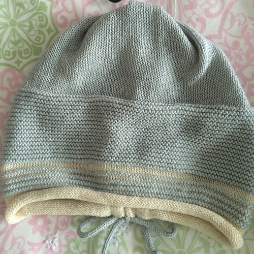 Short knit slouch with tie design at back