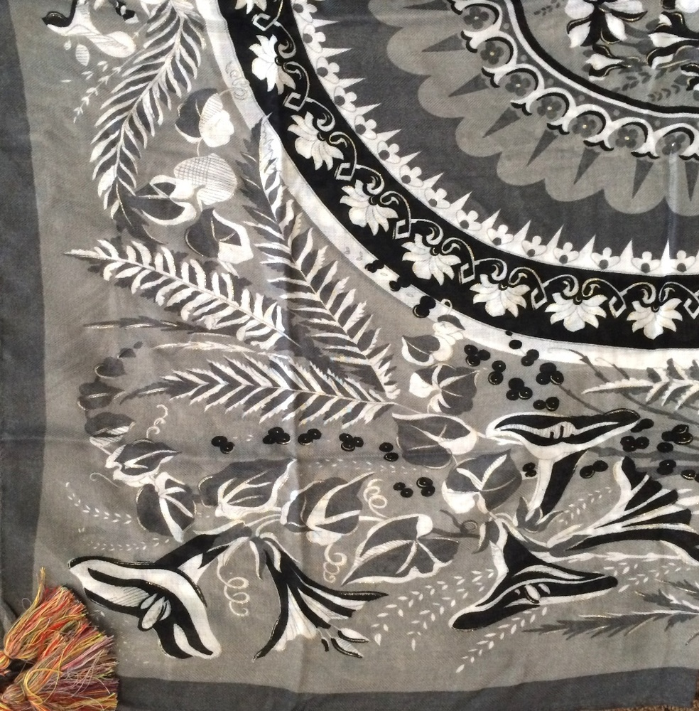Gray soft tichel with floral pattern