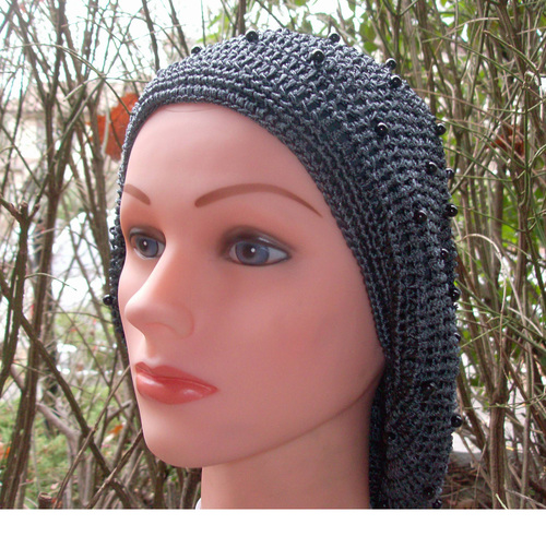 Gray buttons snood