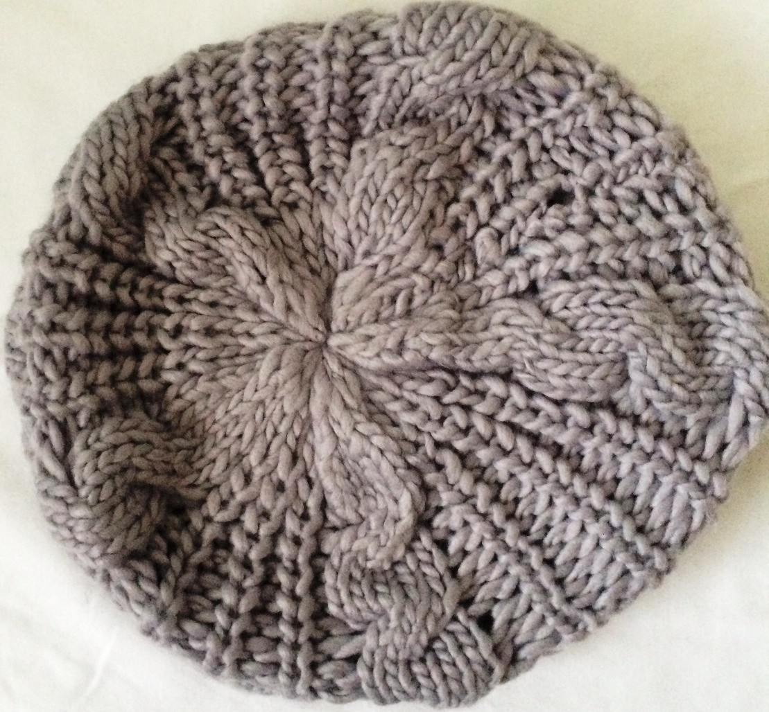 Light gray chunky beanie beret