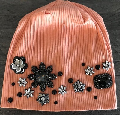 Peach color ribbed beanie w/fancy design