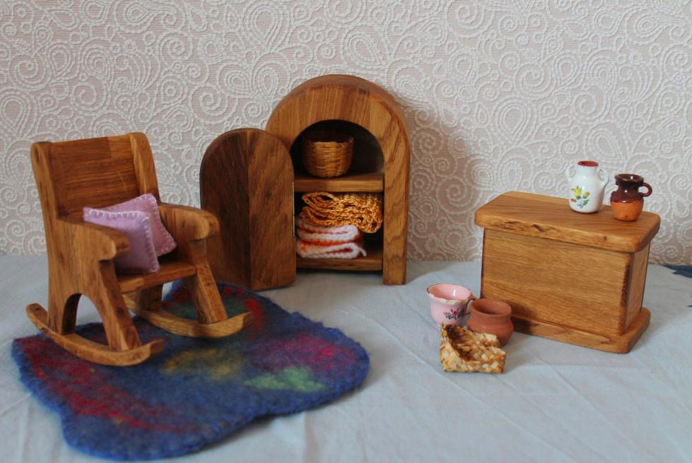 Кукольная мебель из дуба