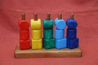 Пирамидка многорядная цветная
