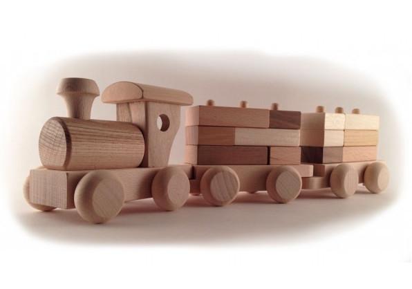 Поезд с кубиками