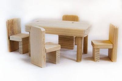 Стол и стулья для куклы