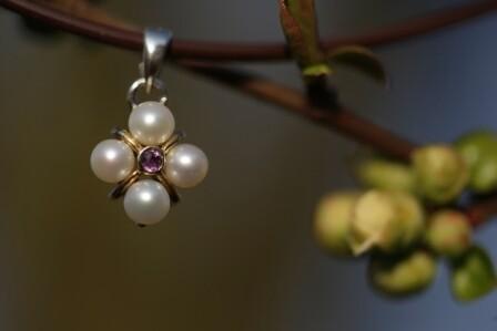 Anhänger mit Amethyst und Perlen aus Silber geschmiedet