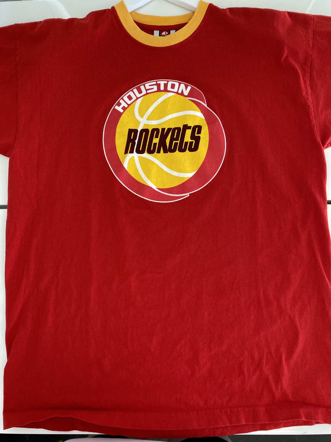 Houston Rockets Tee. SIZE: XL