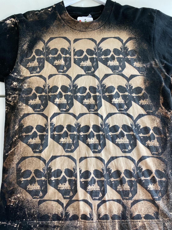 Vintage Skull Tee. SIZE: L