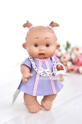 Ванильный пупс Nines d'Onil Девочка с тонкими хвостиками - 26 см