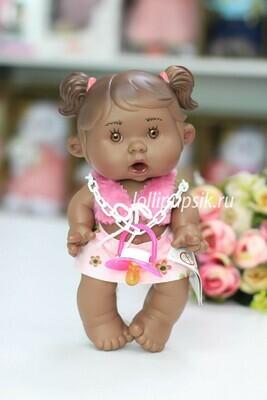 Ванильный пупс Nines d'Onil Девочка - мулатка с пышными хвостиками, ванильный пупс 26 см