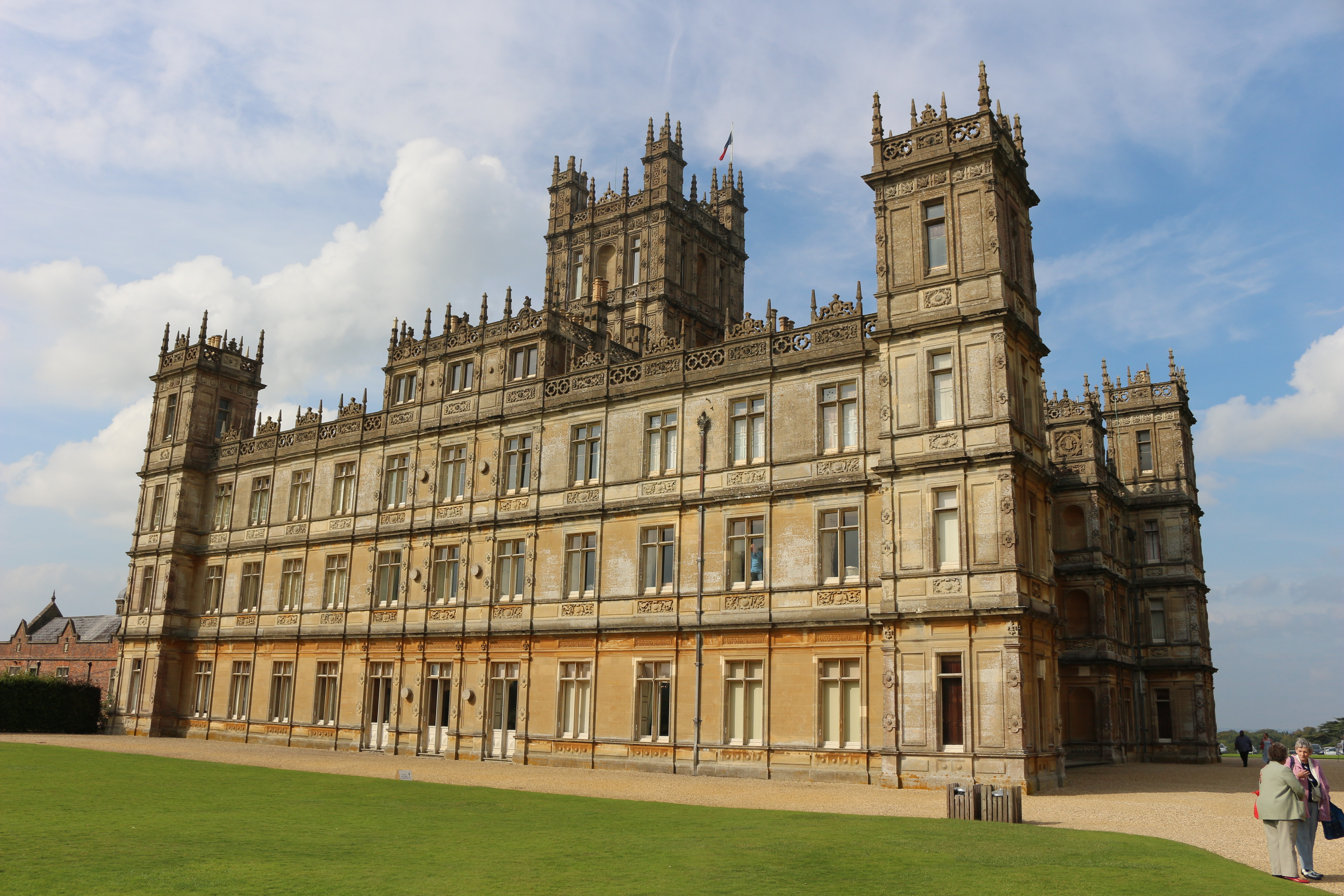 Highclere castle downton abbey village visit tv and for Downton abbey tour tickets