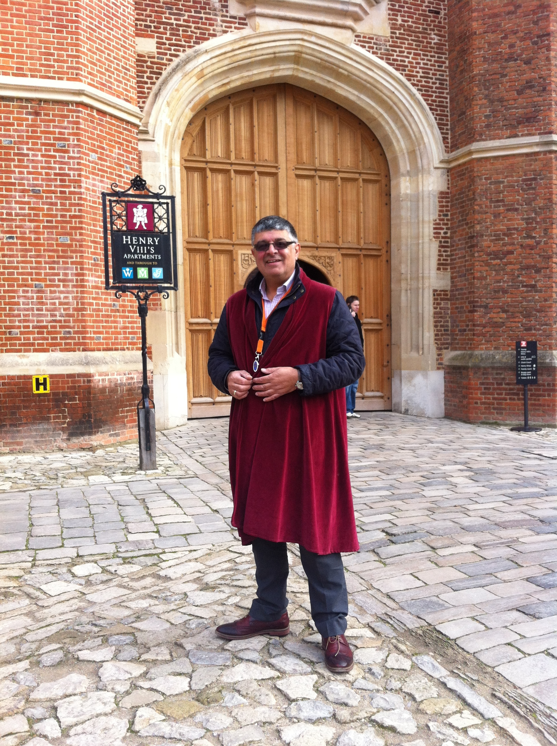 Your Guide at Hampton court