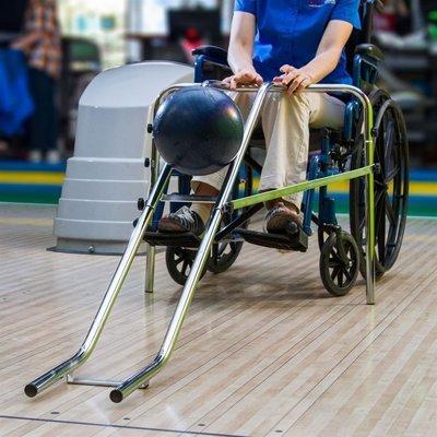 Горка для игры в боулинг для детей и инвалидов