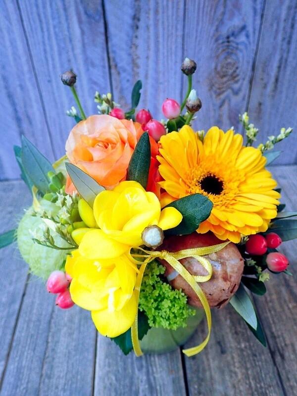 Frühlings-gesteck gelb & orange