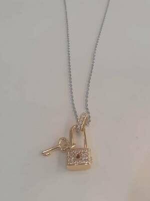 collana con lucchetto dorato