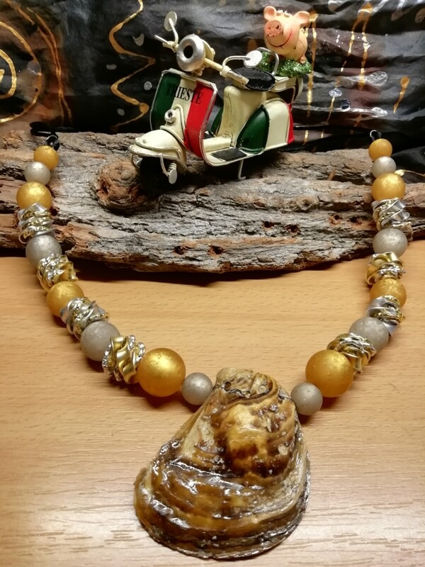Natural Necklaces with Mussels from the Adriatic Sea Friuli Venezia Giulia - Handmade  by Corinna Kirchhof - Honey Polaris
