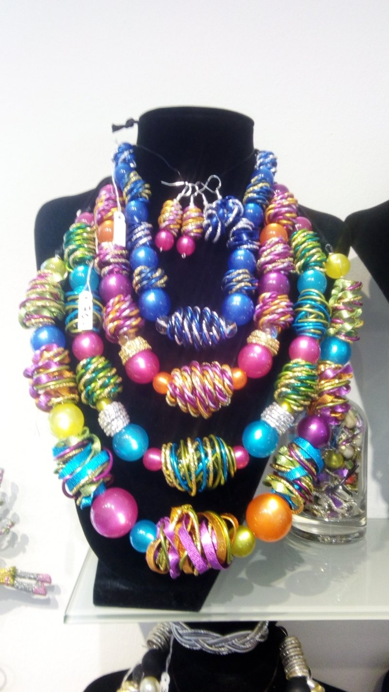 Necklaces with pearls € 60,00 - € 100,00 Handmade  by Corinna Kirchhof