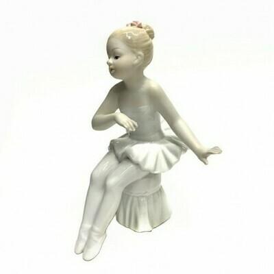 Статуэтка Балерина на пуфике