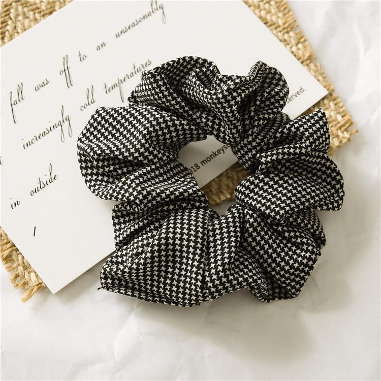 Slim houndstooth pattern scrunchies