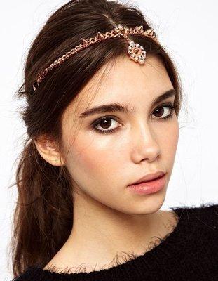 Dangling shiny gems & rivets head chain (front-head)