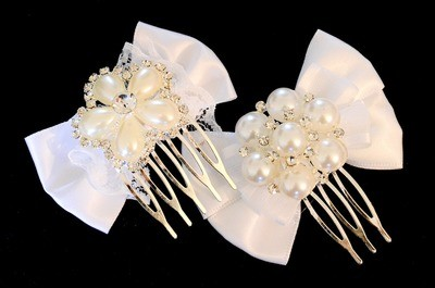 Pearls flower bow hair comb