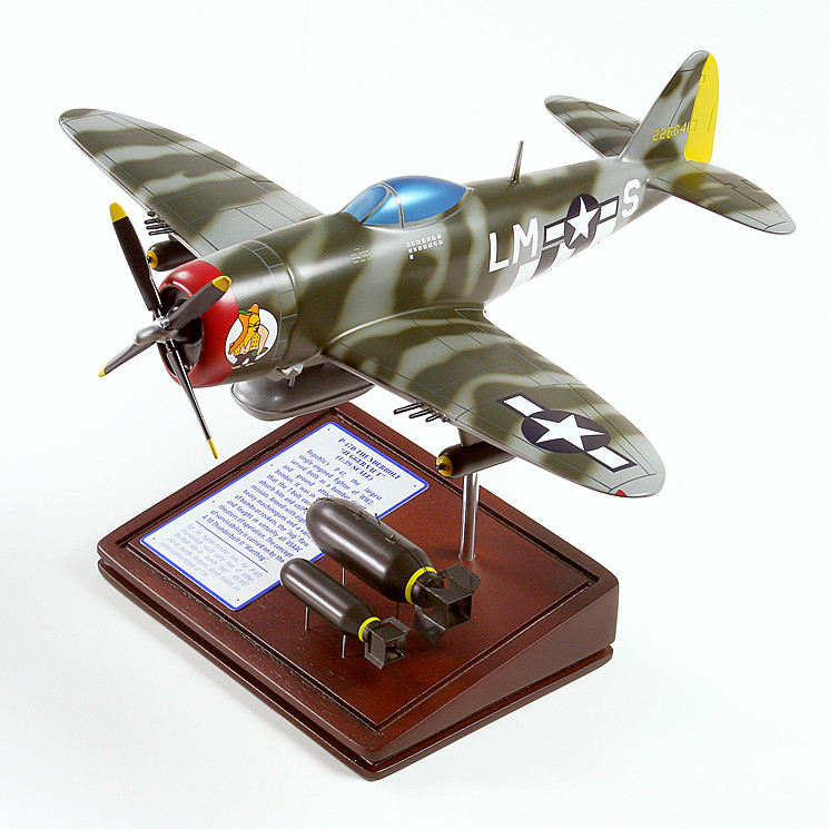 P-47D Thunderbolt 1/39 Wood Model Aircraft with Scale Ammunition