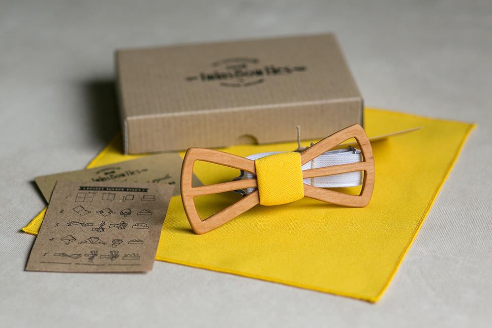 Желтая галстук-бабочка