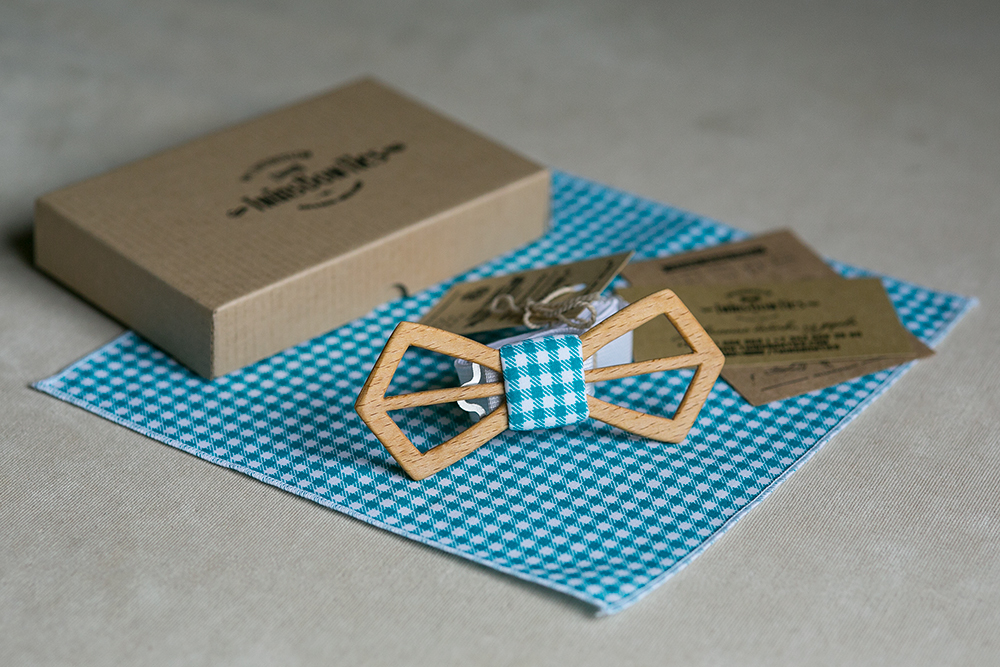 Зеленый галстук-бабочка
