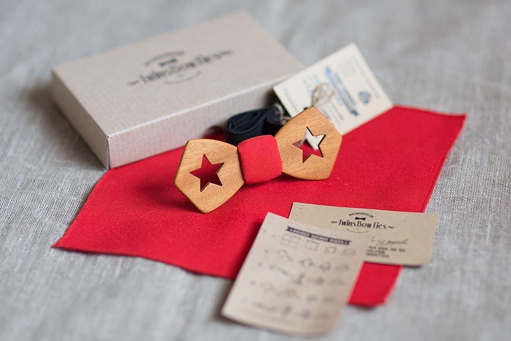 Красная галстук бабочка