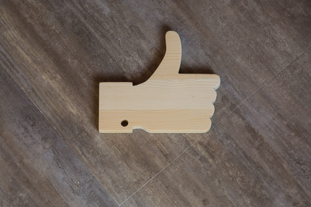 Символ ЛАЙК из дерева для подарка + лазерная ГРАВИРОВКА.  Сосна толщина 18 мм. Высота 15-30 см
